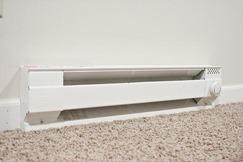 chauffage par les plinthes peinture pour tuyaux de chauffage pose de papier peint peinture du. Black Bedroom Furniture Sets. Home Design Ideas